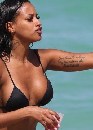 Fanny Robert Neguesha: Bikini 2016 in Miami-05