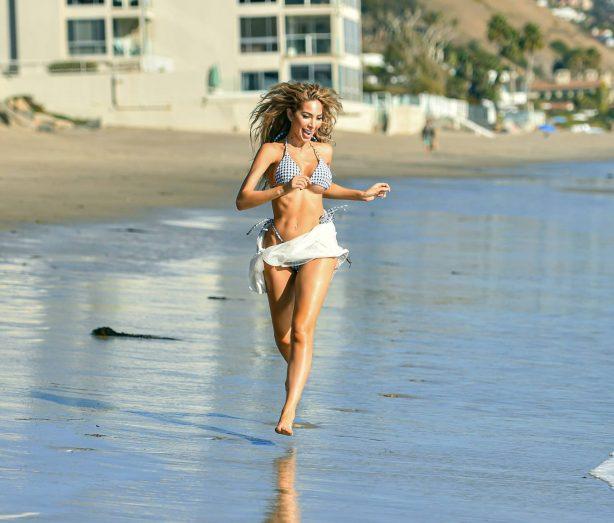 Farrah Abraham - Jog in a bikini in Malibu