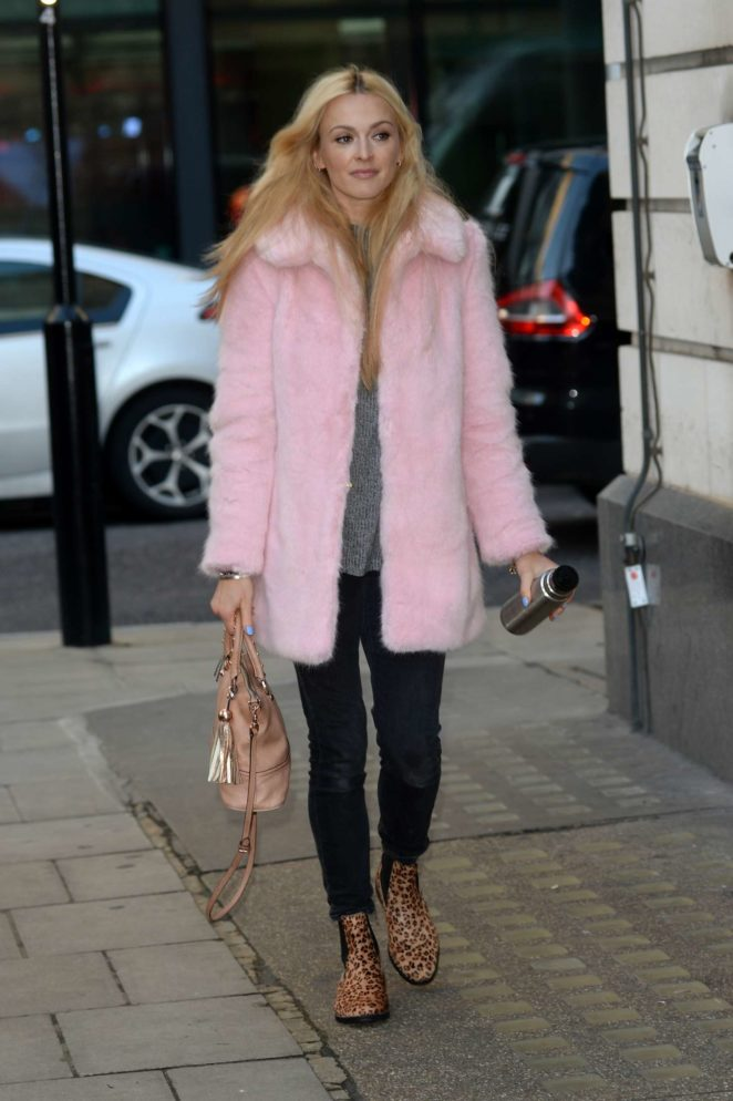 Fearne Cotton: Arriving at BBC Radio studios -01