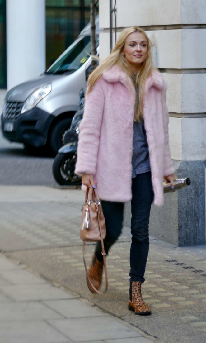 Fearne Cotton: Arriving at BBC Radio studios -10