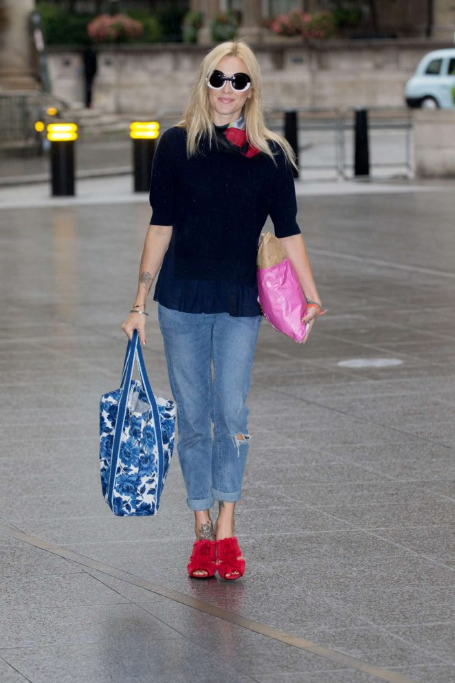 Fearne Cotton Arriving at the BBC Radio 2 studios -01