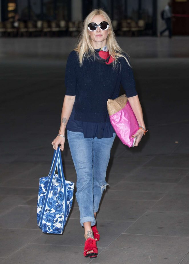 Fearne Cotton Arriving at the BBC Radio 2 studios -02