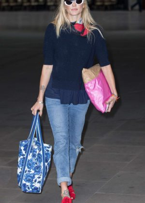 Fearne Cotton Arriving at the BBC Radio 2 studios in London