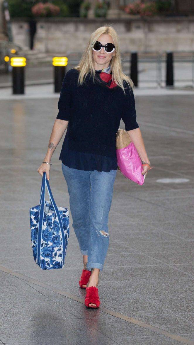 Fearne Cotton Arriving at the BBC Radio 2 studios -06
