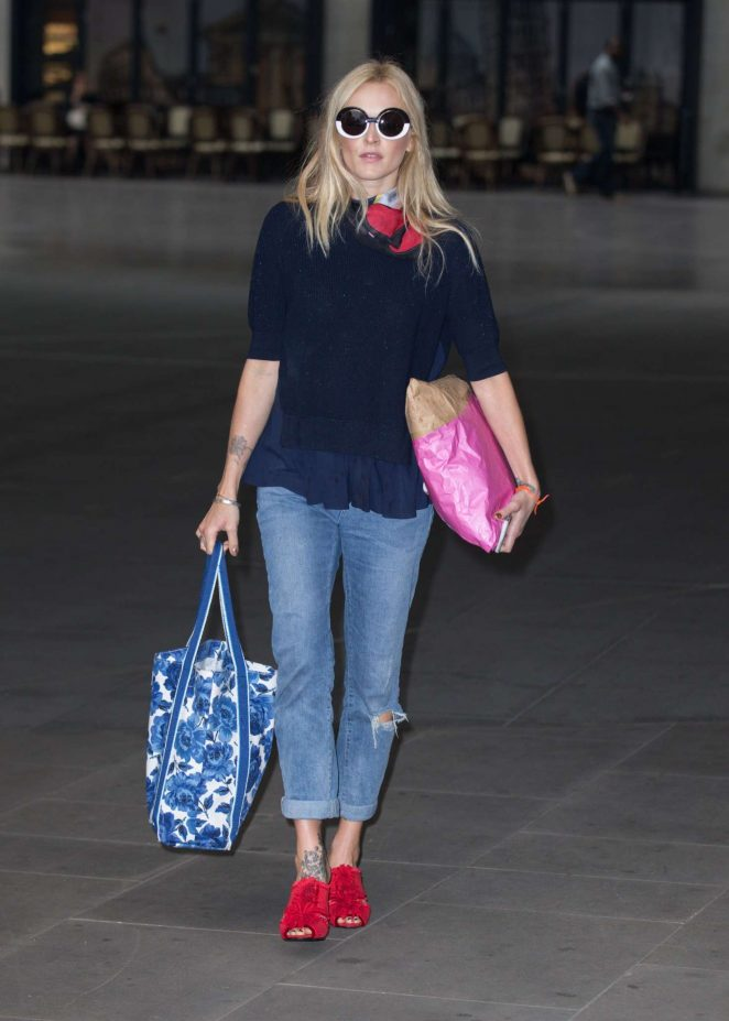 Fearne Cotton Arriving at the BBC Radio 2 studios -08