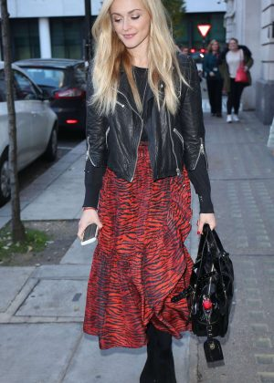 Fearne Cotton - Leaving BBC Radio Studios in London