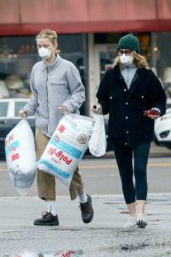 Felicity Huffman shopping candids with her daughter