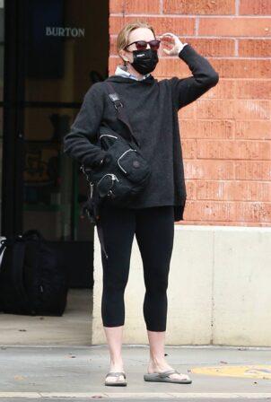 Felicity Huffman - wears all black for errands in Santa Monica