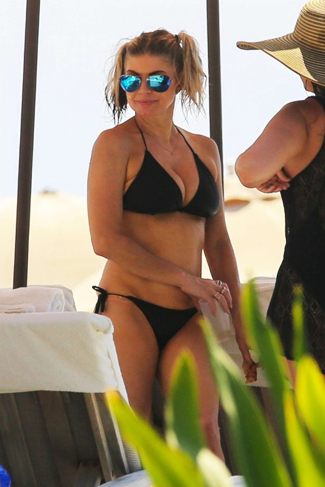 Fergie - Bikini Candids in Hawaii