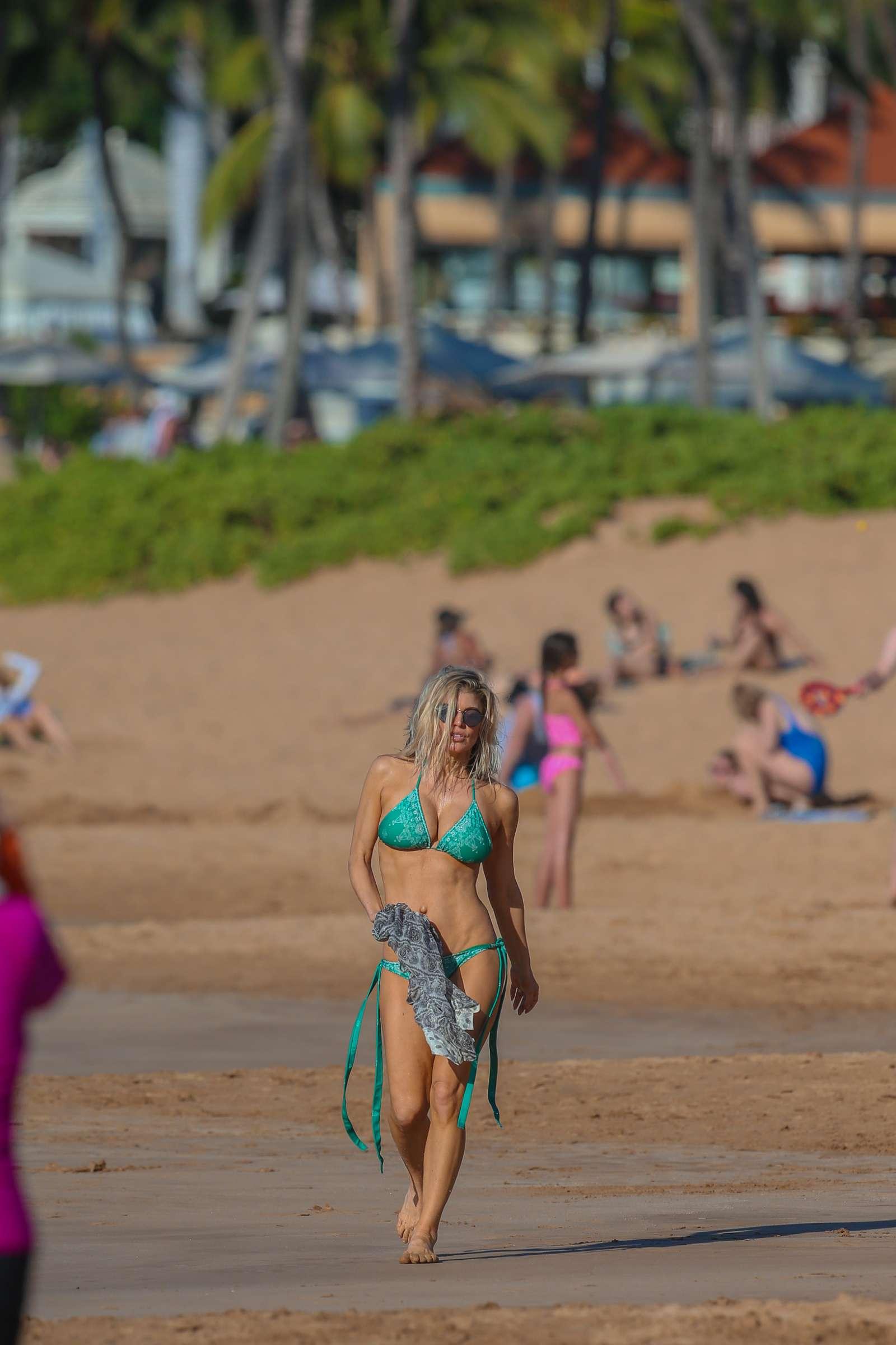 Fergie In Bikini On The Beach In Maui Celebs By Lianxio