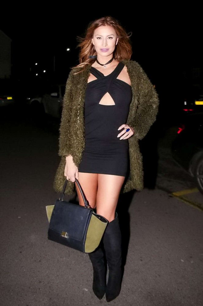 Ferne McCann - Arriving at Shepherd & Dog Pub in Essex