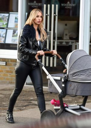 Ferne McCann - Out and about in Essex