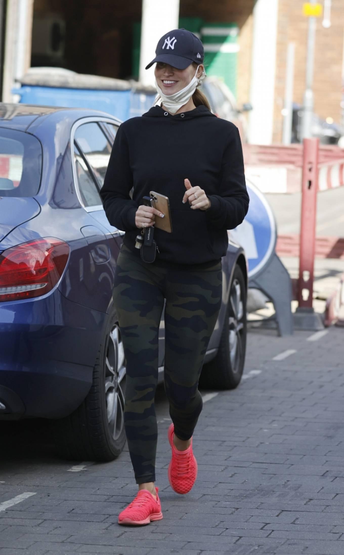 Ferne McCann 2021 : Ferne McCann – Spotted in camo leggings while leaving a nail salon in Essex-01