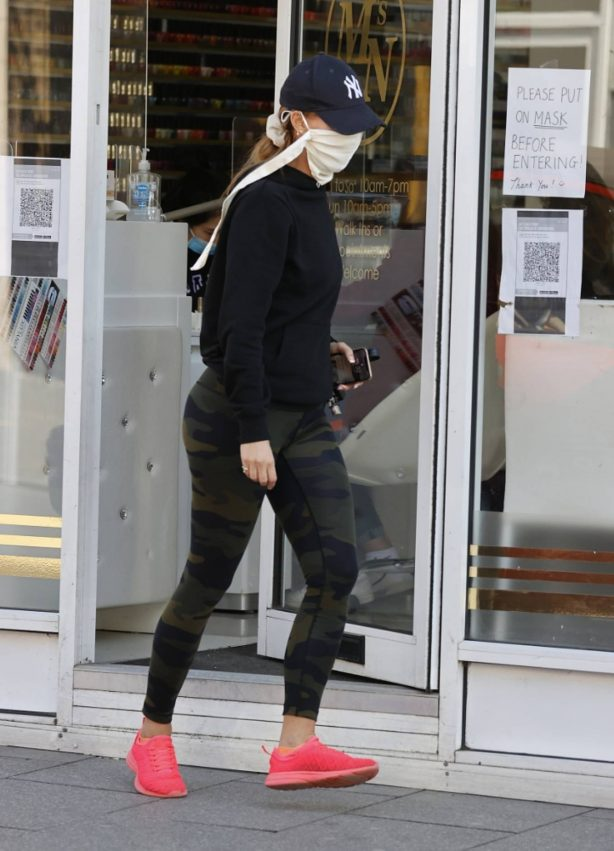 Ferne McCann - Spotted in camo leggings while leaving a nail salon in Essex