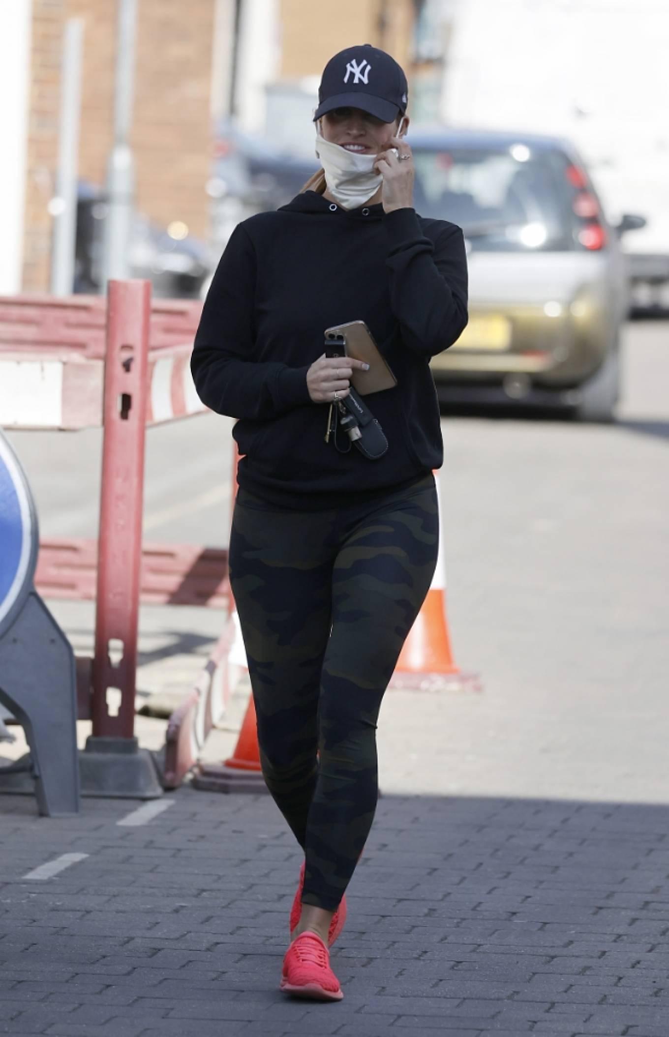 Ferne McCann 2021 : Ferne McCann – Spotted in camo leggings while leaving a nail salon in Essex-04