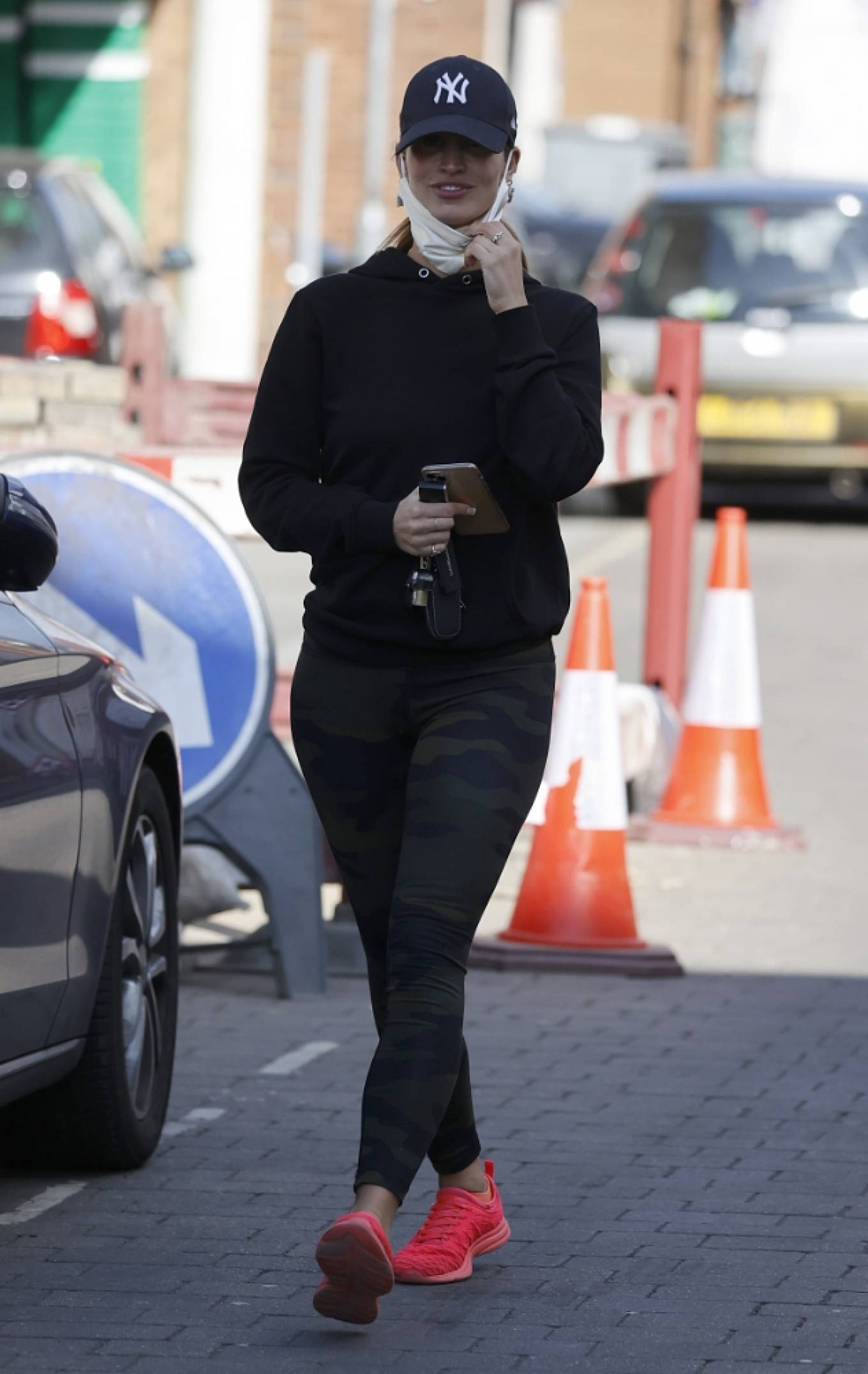 Ferne McCann 2021 : Ferne McCann – Spotted in camo leggings while leaving a nail salon in Essex-10