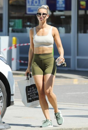 Ferne McCann - Visiting her local M&S for some essentials in Essex