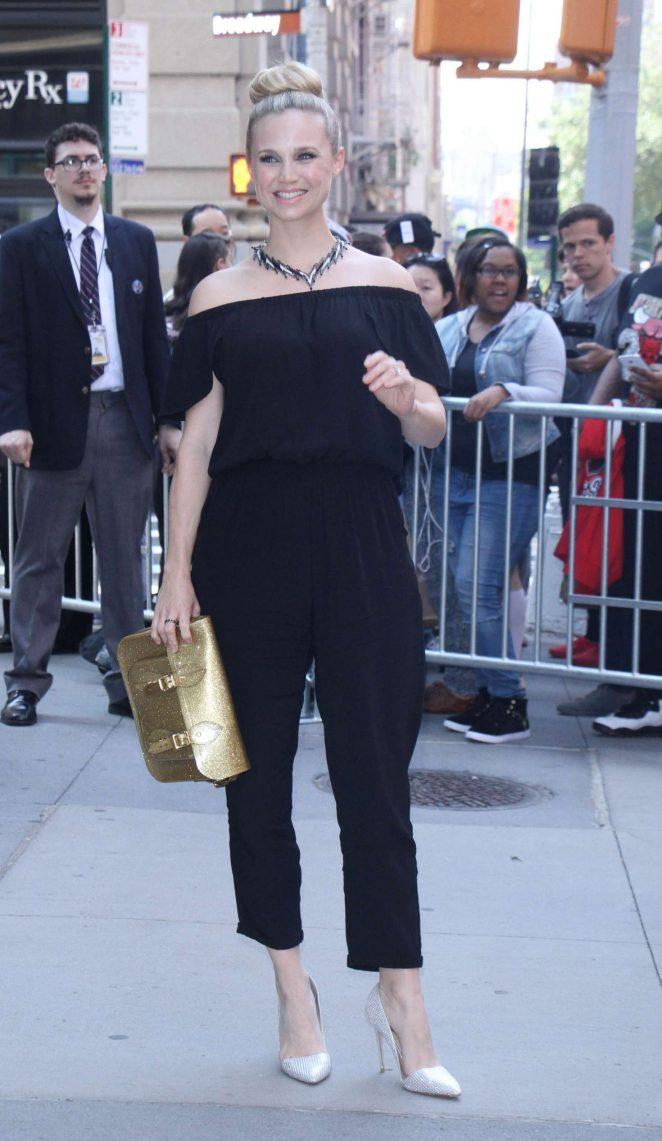 Fiona Gubelmann - Cast of VH1 New Daytime Series Divas Visit Build Series in NY
