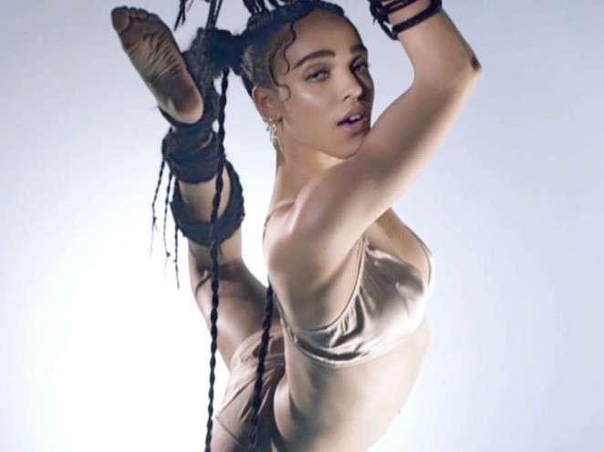 "FKA Twigs in Bikini - ""Pendulum"" New Music Video"