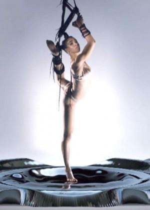 FKA Twigs: New Music Video for Pendulum -06