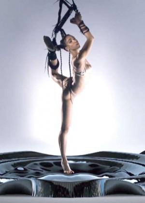 FKA Twigs: New Music Video for Pendulum -07