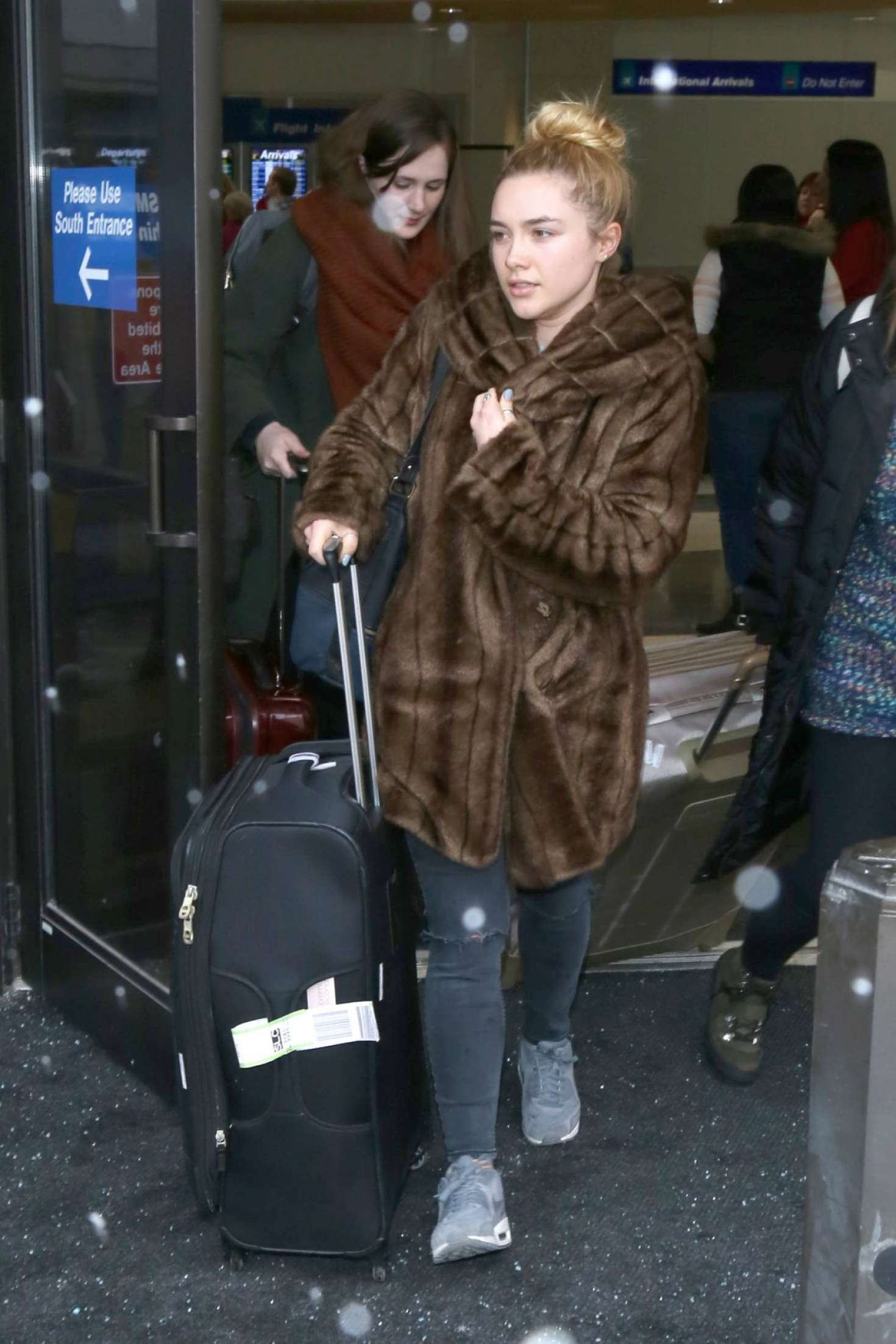 Florence Pugh Na >> Florence Pugh Arriving At Salt Lake City Airport 04 Gotceleb