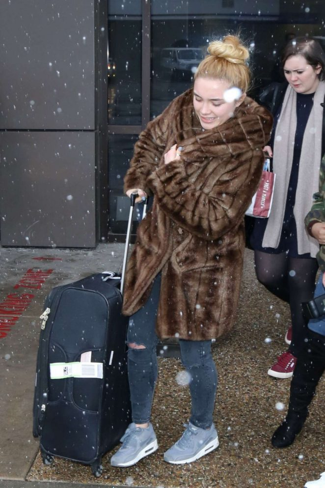 Florence Pugh: Arriving at Salt Lake City Airport -08