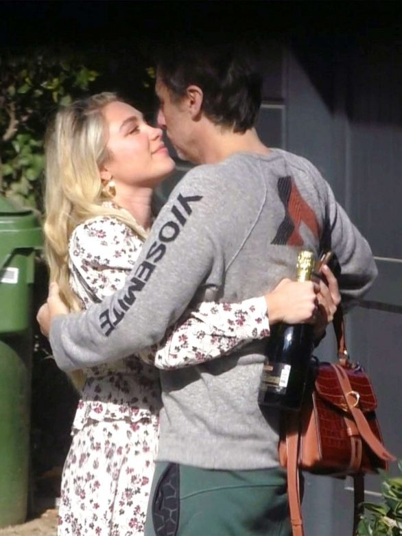 Florence Pugh - Shares a kiss with boyfriend Zach Braff in London
