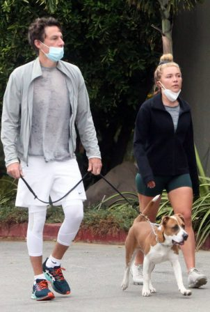 Florence Pugh with Zach Braff - Seen while walking her dogs in Los Angeles