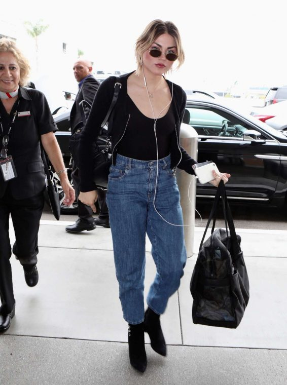 Frances Bean Cobain - Arrives at LAX International Airport in LA