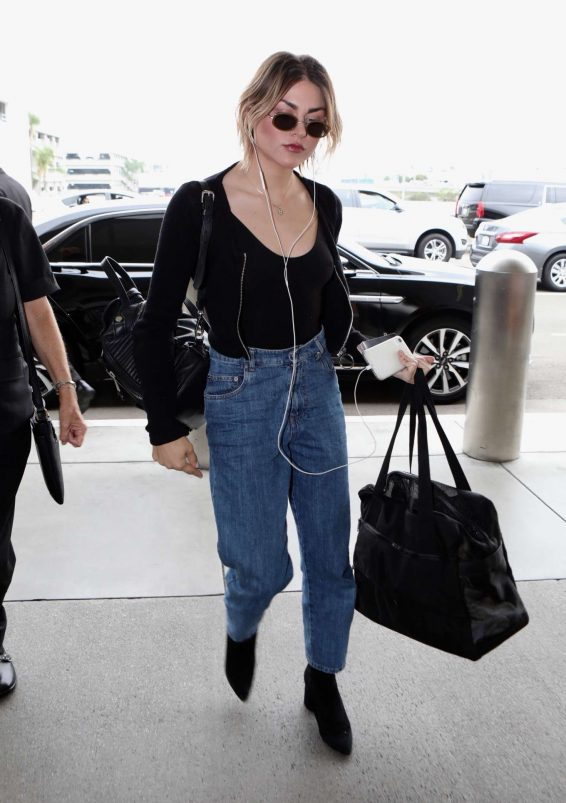Frances Bean Cobain 2019 : Frances Bean Cobain – Arrives at LAX International Airport-21