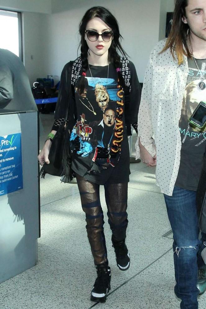 Frances Bean Cobain - Arrives at Los Angeles International Airport