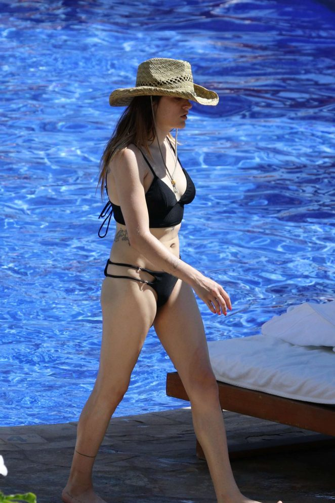 Frances Bean in Black Bikini on the pool in Hawaii