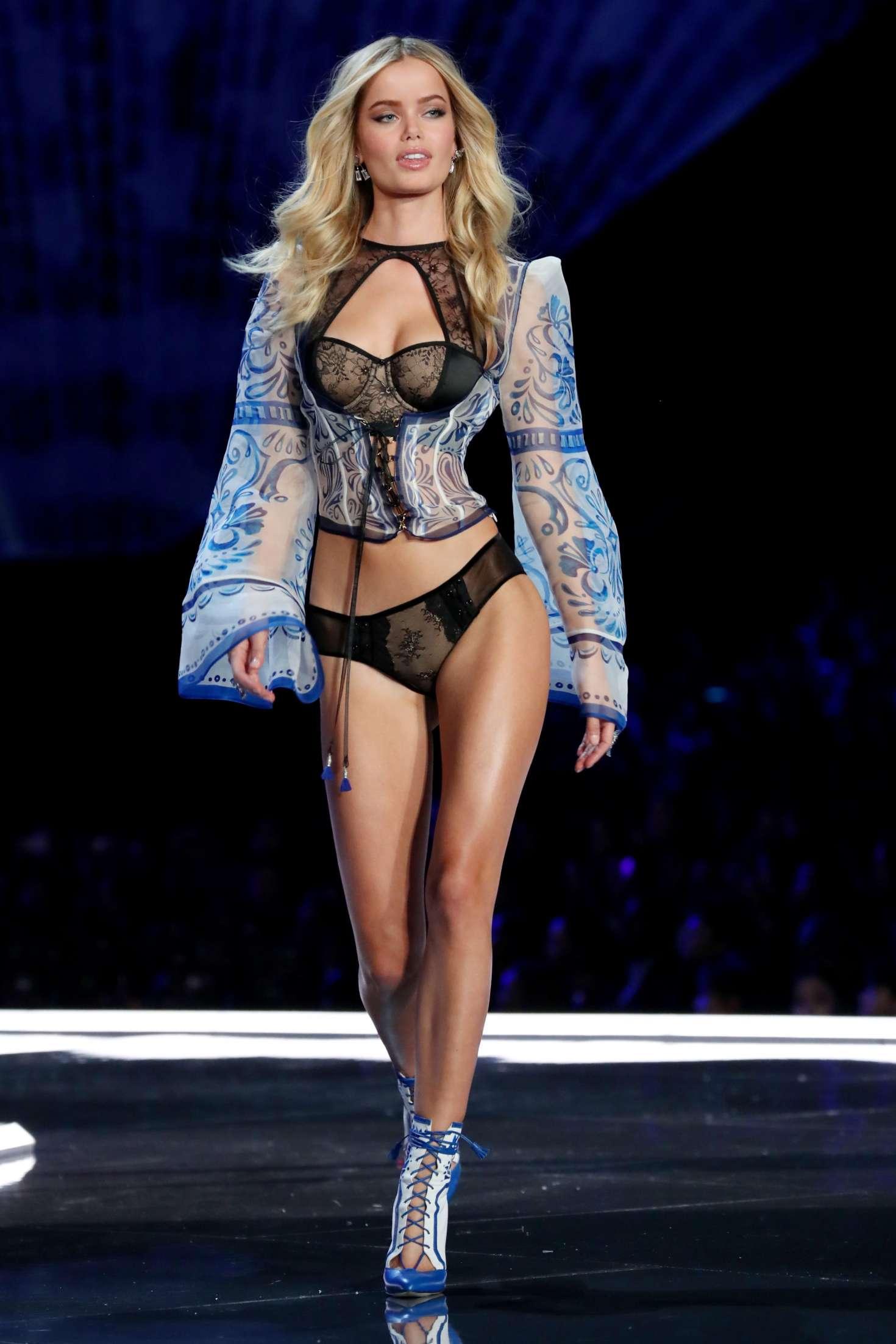 Kendall Vs Fashion Show
