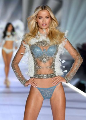 Frida Aasen - 2018 Victoria's Secret Fashion Show Runway in NY