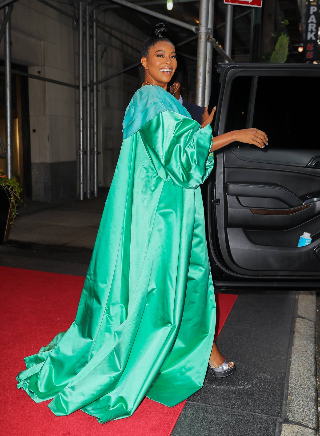 Gabrielle Union 2021 : Gabrielle Union – Seen in a green dress in New York-07