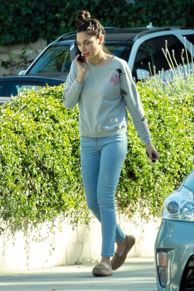 Gal Gadot in Jeans: Out in Los Angeles-01