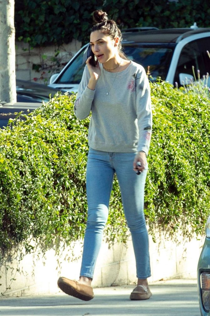 Gal Gadot in Jeans: Out in Los Angeles-03