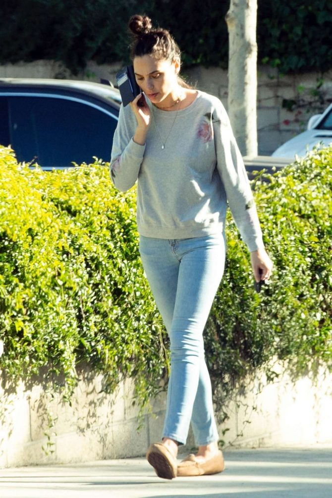 Gal Gadot in Jeans: Out in Los Angeles-06