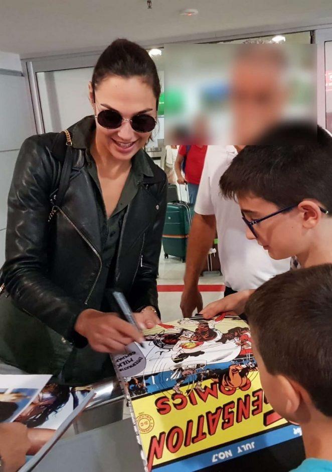 Gal Gadot – Singing autographs at Almeria Airport in Almeria