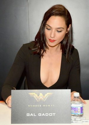 Gal Gadot - 'Wonder Woman' Autograph Signing at Comic-Con 2016 in San Diego