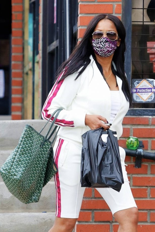 Garcelle Beauvais - Exiting a hair store in Los Angeles