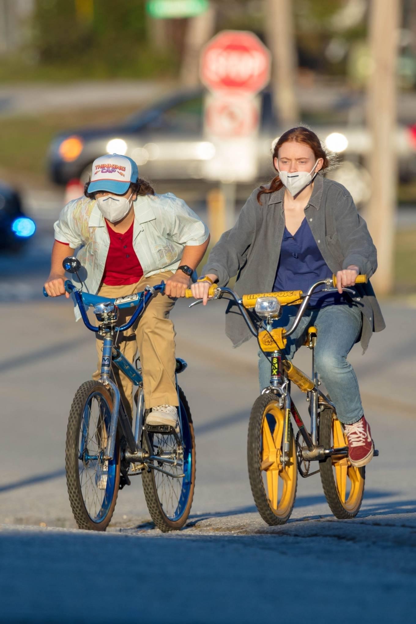 Sadie Sink 2020 : Gaten Matarazzo and Sadie Sink – Golden hour scene for Stranger Things Season 4 in Atlanta-01