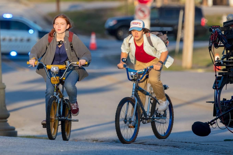 Sadie Sink 2020 : Gaten Matarazzo and Sadie Sink – Golden hour scene for Stranger Things Season 4 in Atlanta-04