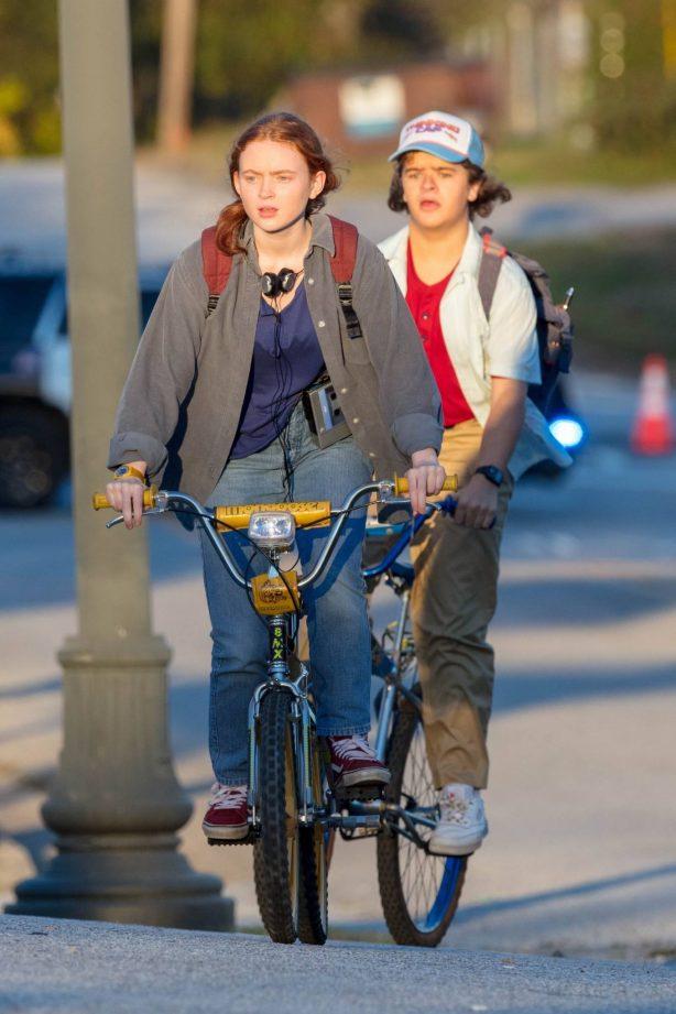 Gaten Matarazzo and Sadie Sink - Golden hour scene for 'Stranger Things' Season 4 in Atlanta
