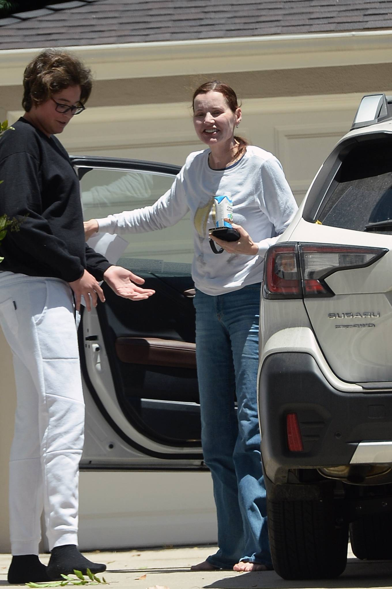 Geena Davis - Is spotted chatting with a friend in Los Angeles