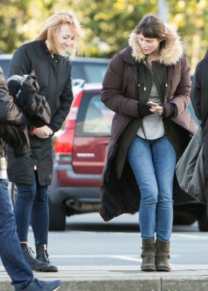 Gemma Arterton - Filming 'The Escape' in Gravesend