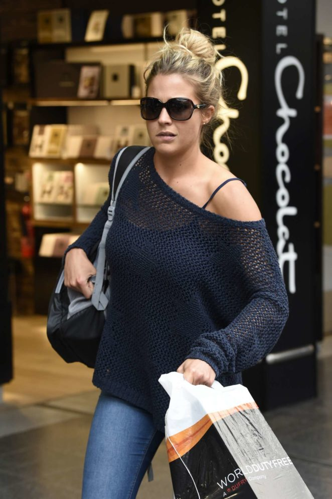 Gemma Atkinson - Arriving into Manchester Piccadilly train station