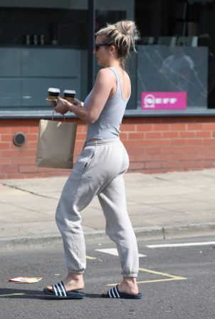 Gemma Atkinson - Casual style on street