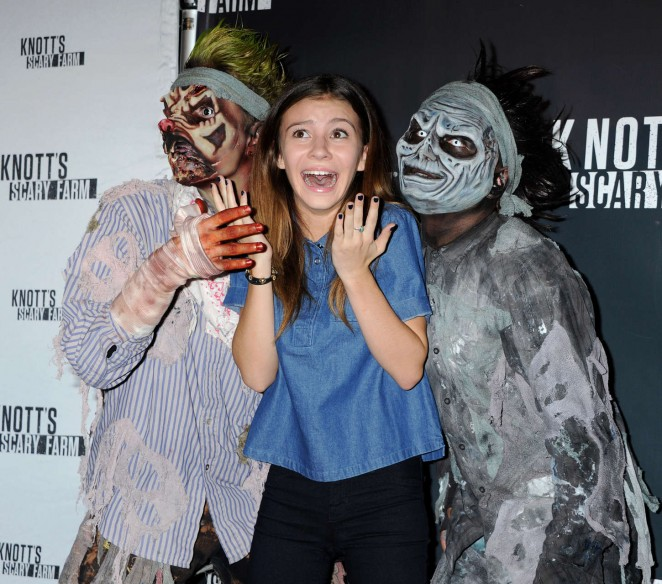 Genevieve Hannelius - Knott's Scary Farm Black Carpet in Buena Park